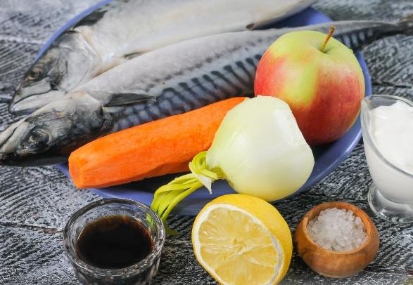 Шашлык из рыбы, с яблочным соусом Автор Pria Ароматный шашлык из рыбы, приготовленный по этому рецепту, получается настолько сочным, что буквально тает во рту. Рыба, запеченная на шпажках,
