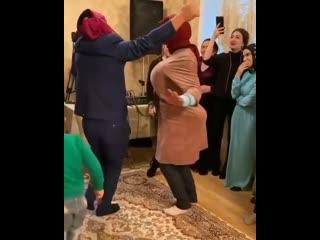 Танец жениха и невесты