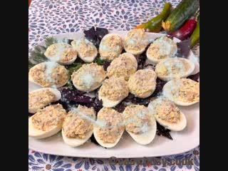 Фаршированные яйца кальмаром