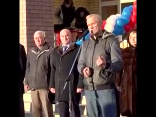 В Нижнем Новгороде депутат Госдумы Вадим Булавинов на открытии новой школы подарил главе р
