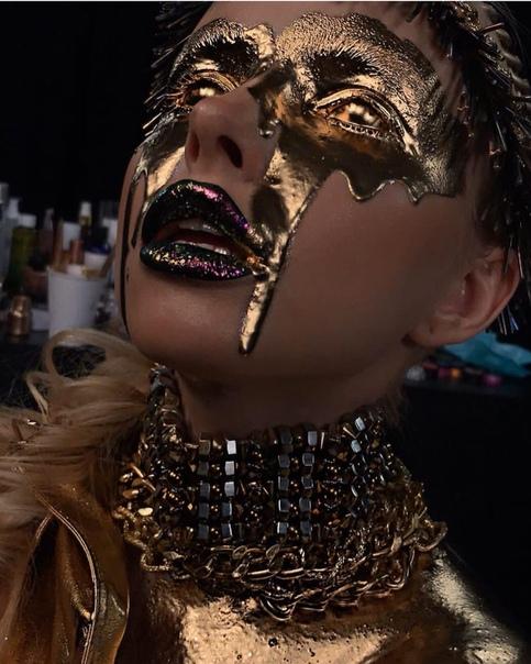 ШОК !! Визажист из Саранска заливает моделям масло с пигментом в глаза для эффектных фото!!! Уверяет, что это не больно. Что думаете, это не опасно для