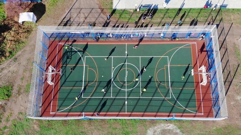 Спортивная игровая площадка в селе Баган с ограждением и травмобезопасным покрытием.