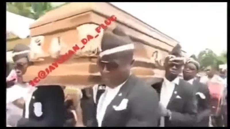 Люди падают разбиваются под музыку tik tok dancing coffin meme и африканцы весело танцуют