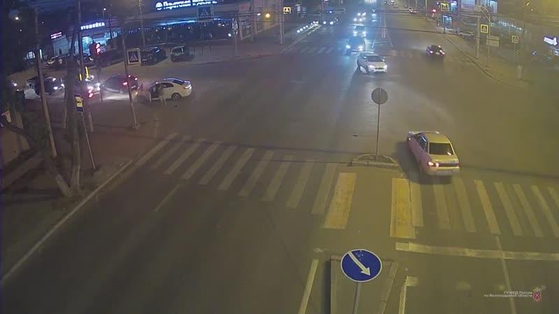 Тройное ДТП на Двинской в Волгограде