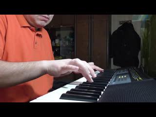 Просто так играю на синтезаторе, я не музыкант