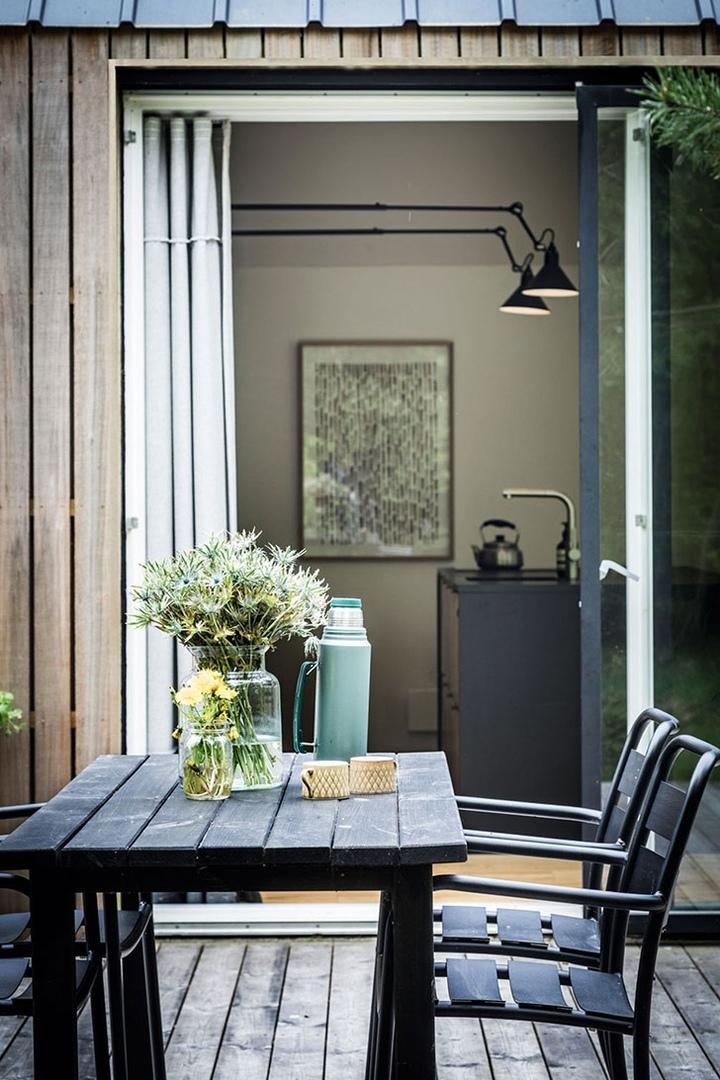 Дизайн-проект летнего домика посреди леса в Дании от Mikkel и Sarra.