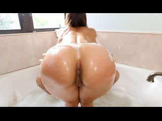 [BangBros] Kelsi Monroe - Soapy Sex In The Tub