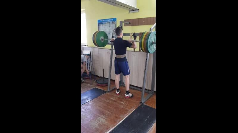 Попко Андрей ( присед на груди толчок 120 кг)