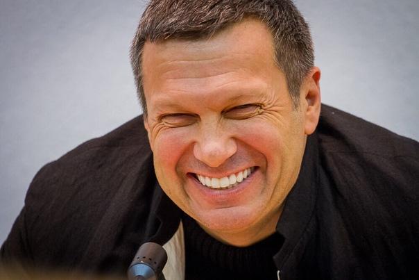 Россияне за лето соскучились по телеведущему Соловьеву Журналист Владимир Соловьев стал одним из лидеров в рейтинге российских телеведущих, по которым жители страны соскучились за лето. Его