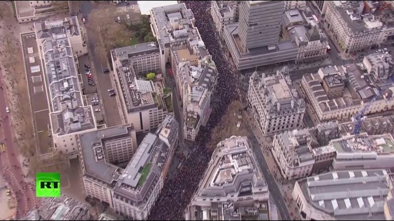 В Лондоне сотни тысяч людей вышли на марш с требованием провести второй референдум по брекситу