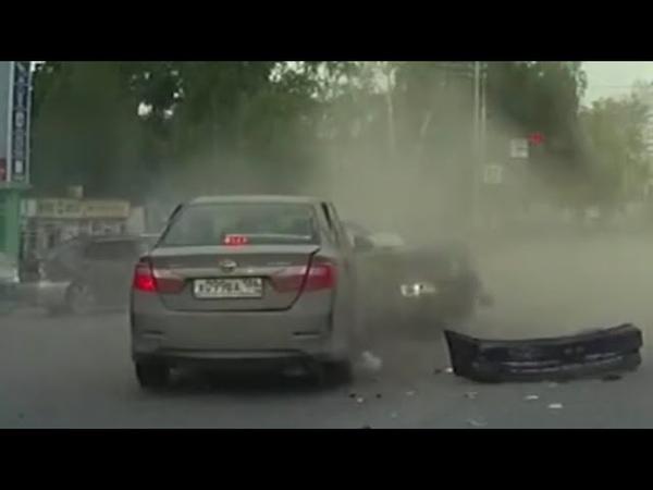 Авария на Мелик Карамова попала на видеорегистратор