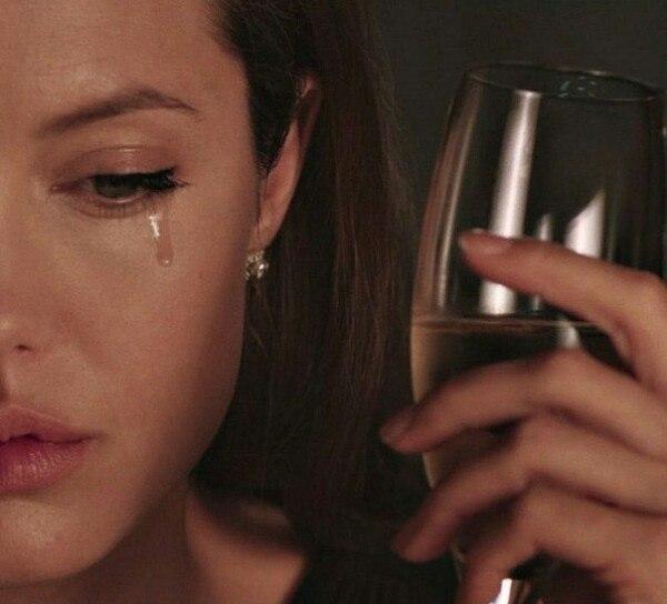 анджелина джоли фото где она плачет чувствовать себя красивой