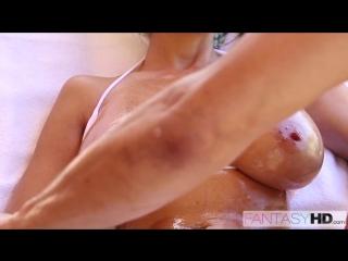 Ava Addams массаж больших натуральных сисек сочной зрелой мамки, секс звезда пор
