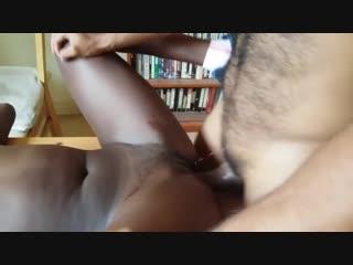 трахает молодую негритянку порно порево домашка домашнее сосет цп минет ебля
