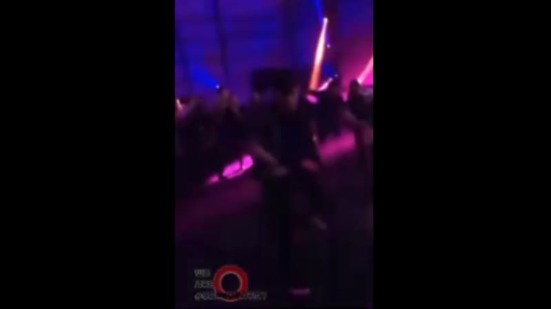 Bryan Dechart dancing at the party E3 2018 Брайан Декарт отжигает на party E3 2018