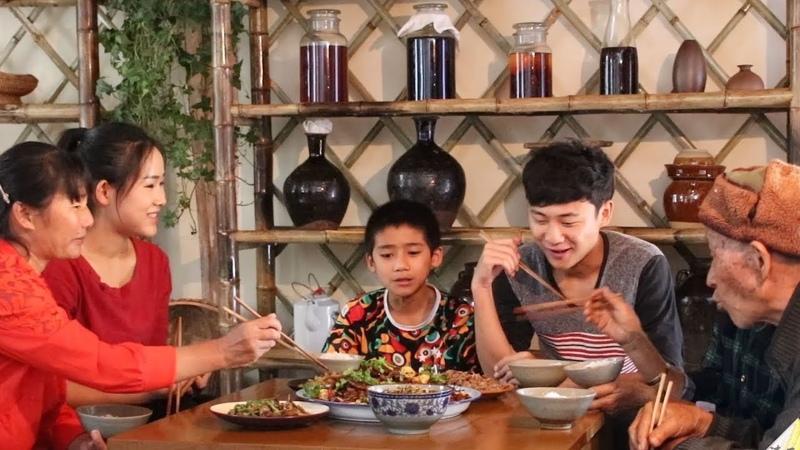 你们爱吃肥肠吗?在家这样做一盆干锅肥肠,人多吃着才爽【滇西小哥12305