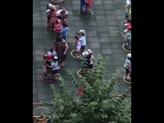 Как к суровой жизни детей готовят в Краснодаре  тряпкой по лицу. Воспитательницу из садика уже уволили.