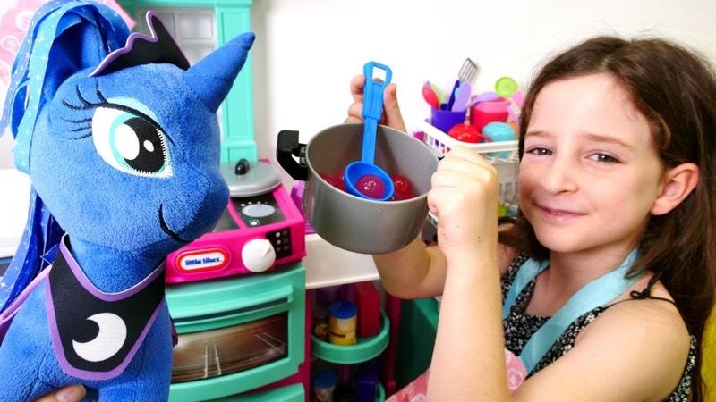 My Little Pony Luna ile vişne reçeli hazırlıyoruz Çocuk videosu