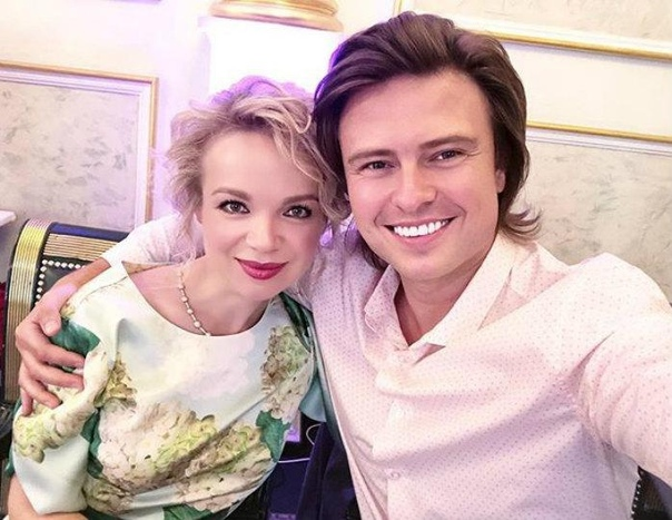 Прохор Шаляпин и Виталина Цымбалюк-Романовская ночью прилегли у церкви!