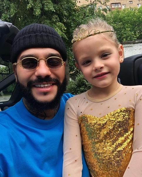 Тимати поделился снимком с дочкой!