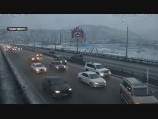 В Красноярске сотрудники ГИБДД выясняют личности автохулиганов, которые заблокировали проезд по Николаевскому мосту