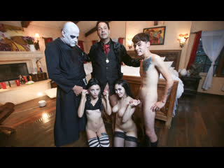 Audrey Noir & Kate Bloom - Addams Family Orgy (Русские субтитры)