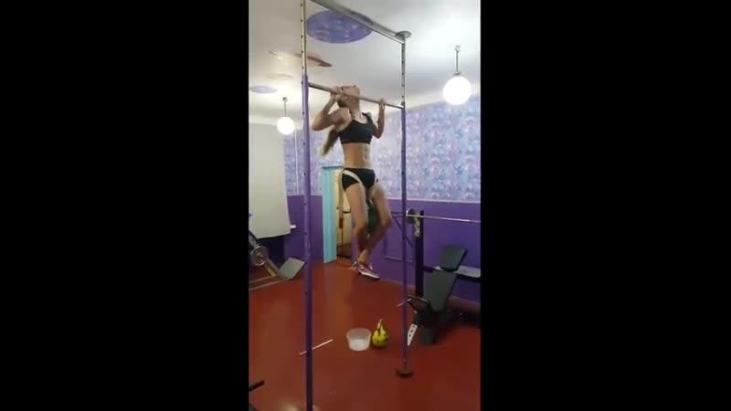 Подтягивания с гирей 32 кг на 10 повторений Богдана Ковальчук