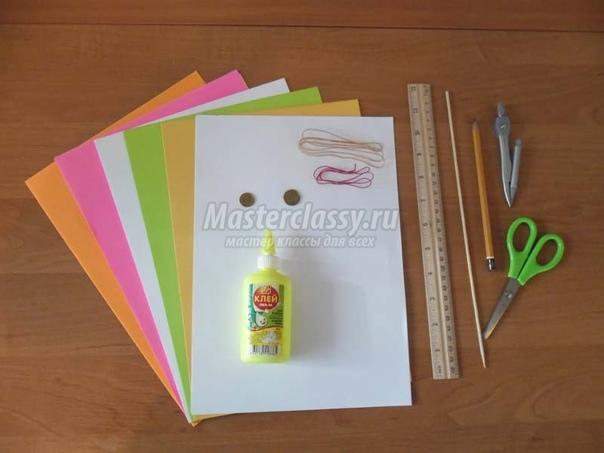 Панно в технике бумагопластика к 8 МАРТА Материалы и инструменты: офисная бумага А4 (белая, жёлтая, зеленная, оранжевая, красная, розовая), клей ПВА, линейка, карандаш, ножницы, две монетки