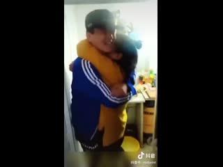 Реакция китайцев, когда они неожиданно видят своих детей после долгого расставания