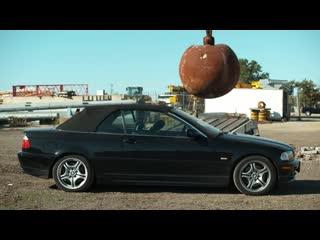 Что будет если сбросить 10-ти тонный шар на авто
