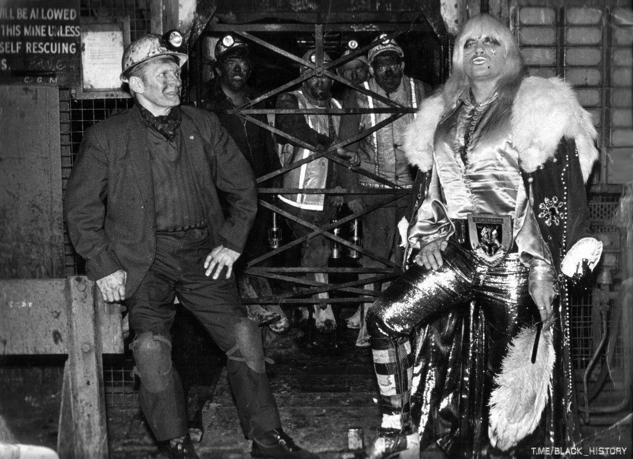 Рecтлер «Exotic» и eго отец-шаxтер. Великобритaния, 1973 год.