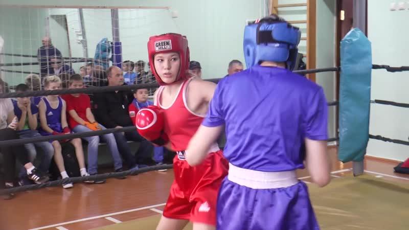 В спортивном зале городской гимназии №1 работает секция бокса