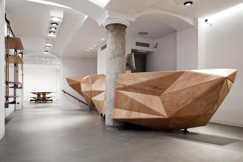 Гибкий и в тоже время жесткий материал Wood-skin от итальянских дизайнеров.