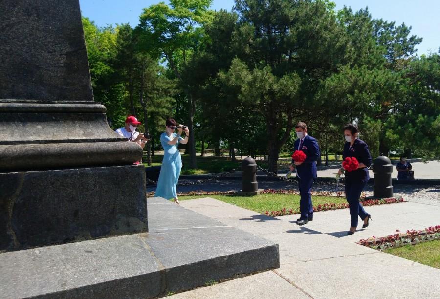 В городе Таганроге состоялась церемония возложения цветов, посвященная Дню России