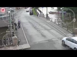 Десятилетний мальчик упал с теплохода в Крюков канал в Петербурге