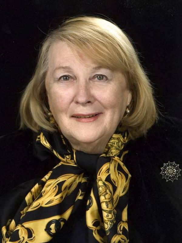 Сегодня свой день рождения отмечает Иванова Людмила Ивановна.