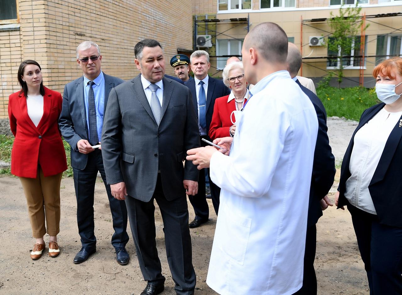 В ходе рабочей поездки в Кимры губернатор пообещал горожанам больничный городок и бассейн