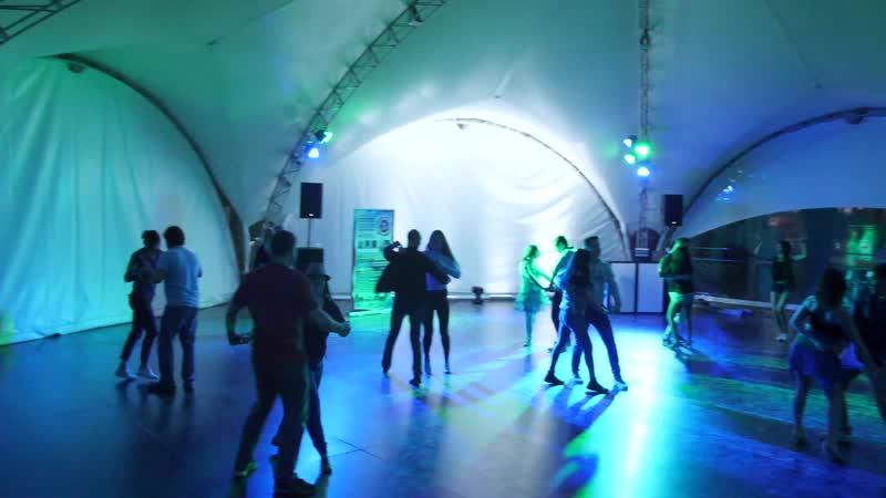 Танцевальный выезд в гриль парк вечеринка ночь