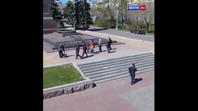 Свердловчанин попытался разогреть воду на Вечном огне в Волгограде