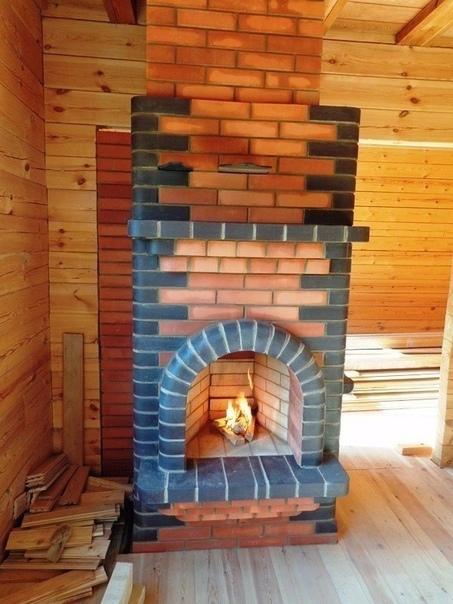 Хорошая и практичная идея - печь с камином!