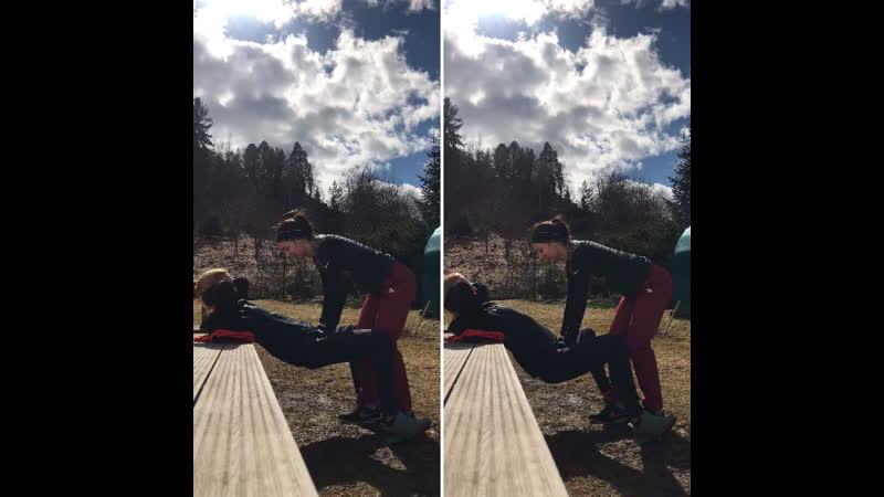 Одна из ежедневных карантинных тренировок с @olya_olkhovskaya 💪🏼 Для меня и @anna_trusova ! Даже с гипсом я не сижу на месте🙈