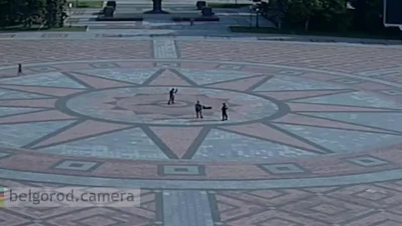 В Белгороде в центре мужчина станцевал в костюме Дэдпула