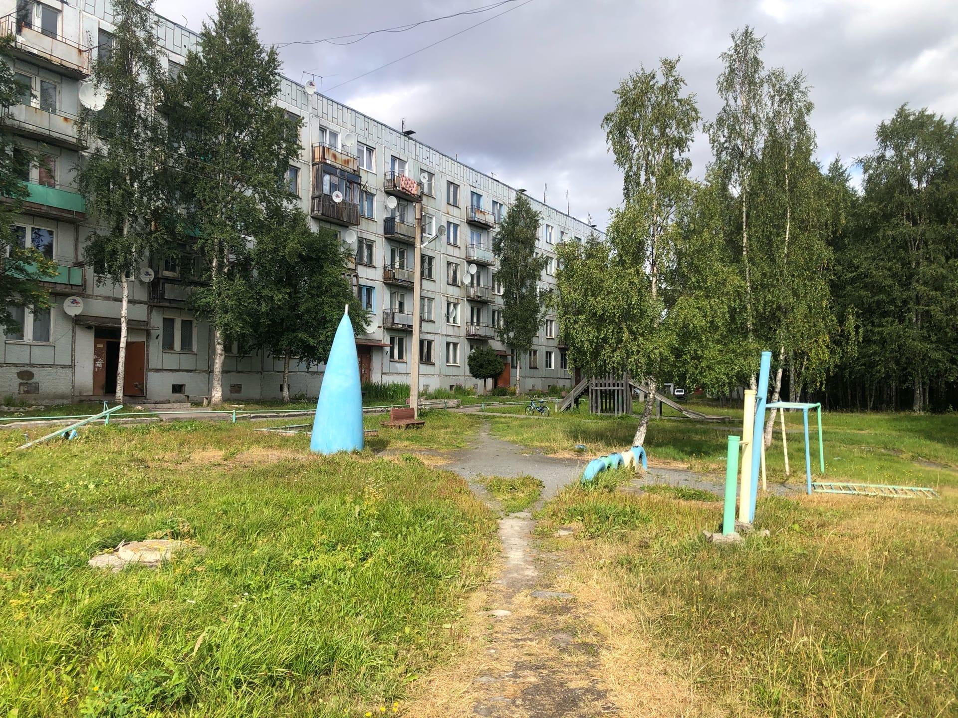 Носовой обтекатель от СУ-15 ТМ на детской площадке посёлка 14 км дороги Кемь-Кал - Фото